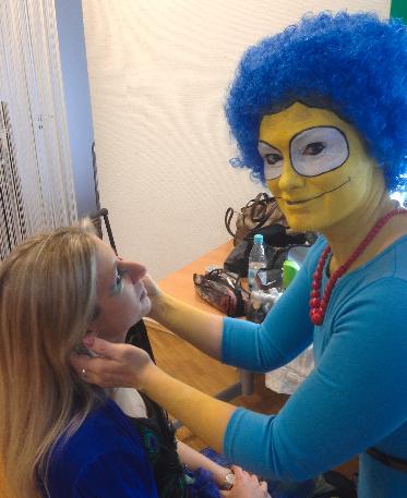 MAke- up artistin Fiona Lang aus Köln als Marge Simpson für JTI